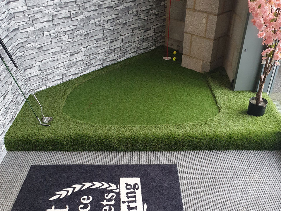 Artificial grass for golf in your garden Wiltshire